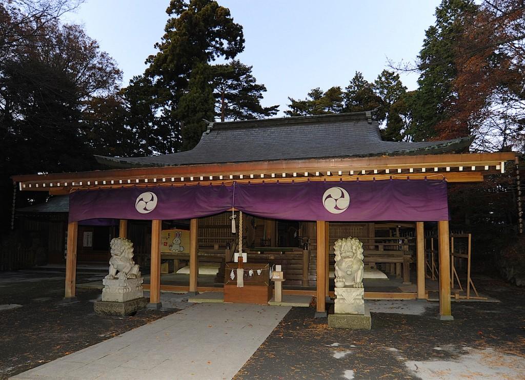 佐藤さんのルーツのひとつ、唐澤山神社