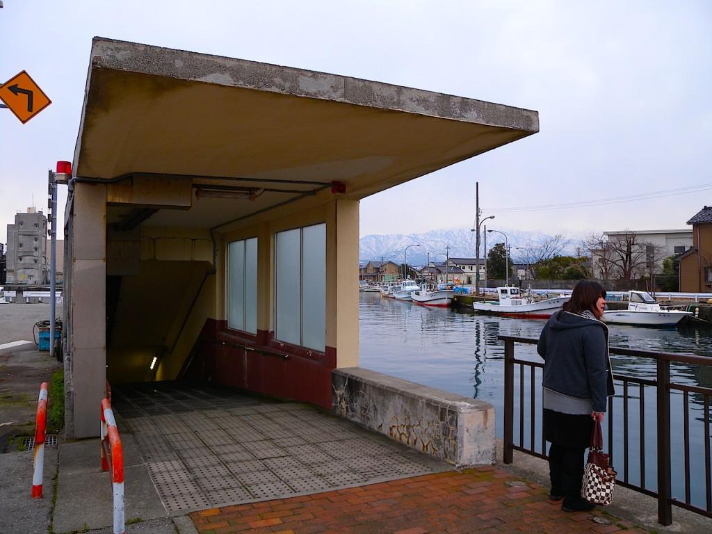 これが対岸(黒部漁港北側出口=生地小学校側)の眺め