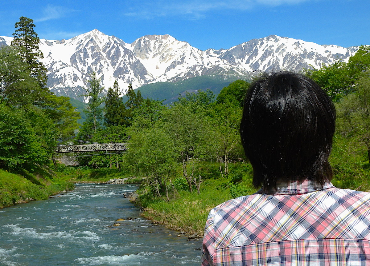 大出の吊橋と白馬三山