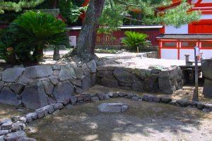 厳島神社・卒塔婆石