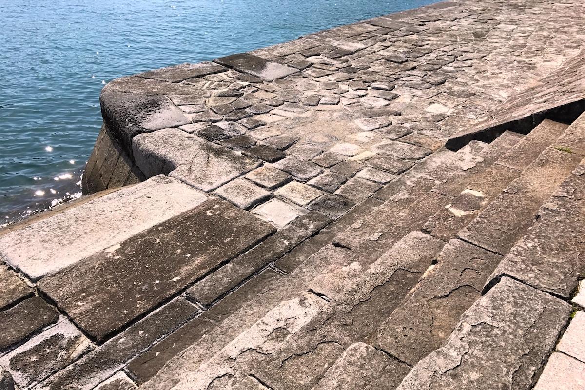 三角西港・石積埠頭
