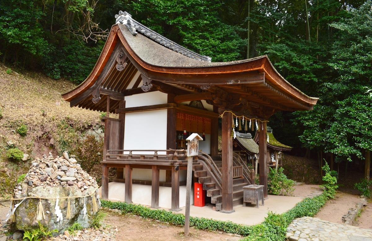 摂社・春日神社