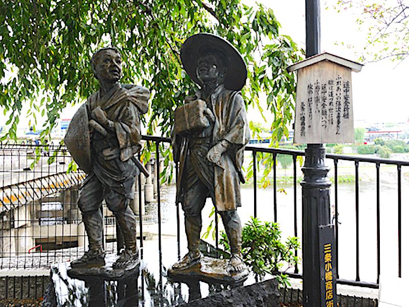 弥次さん喜多さんの像