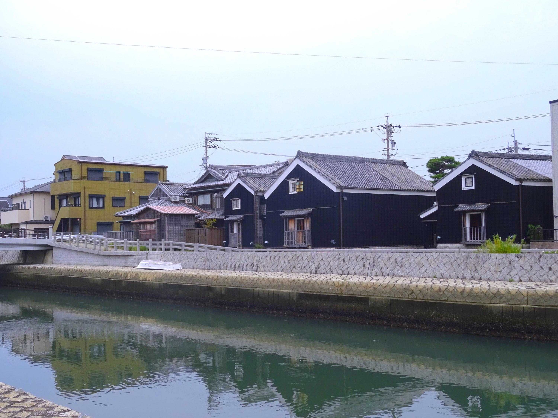 勢田川河崎の蔵群