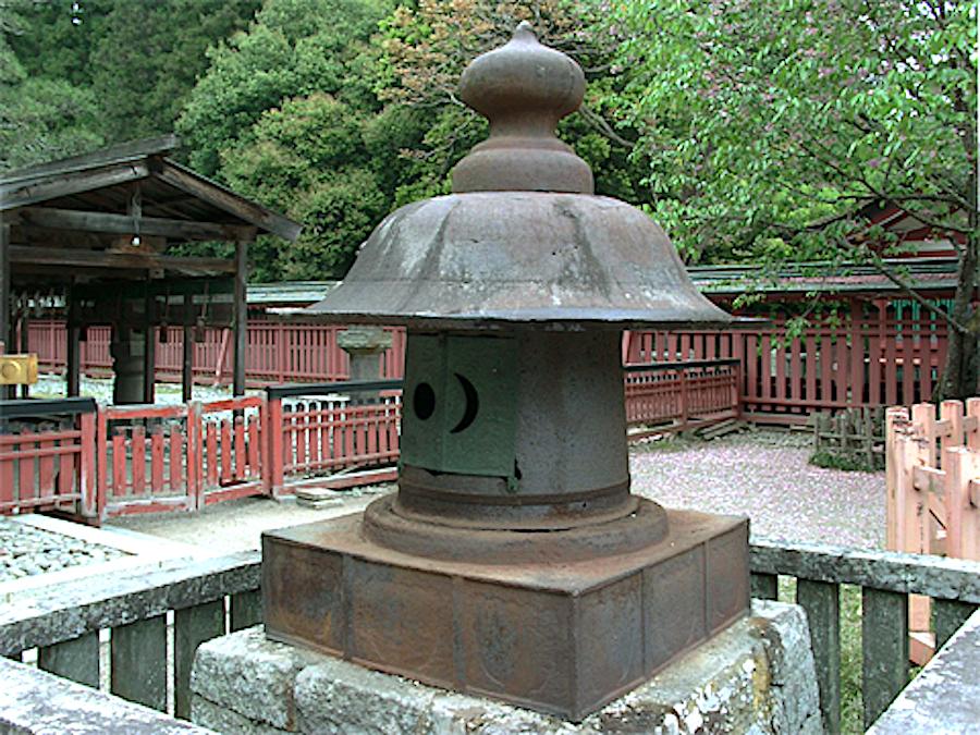 鹽竈神社・文治の燈籠