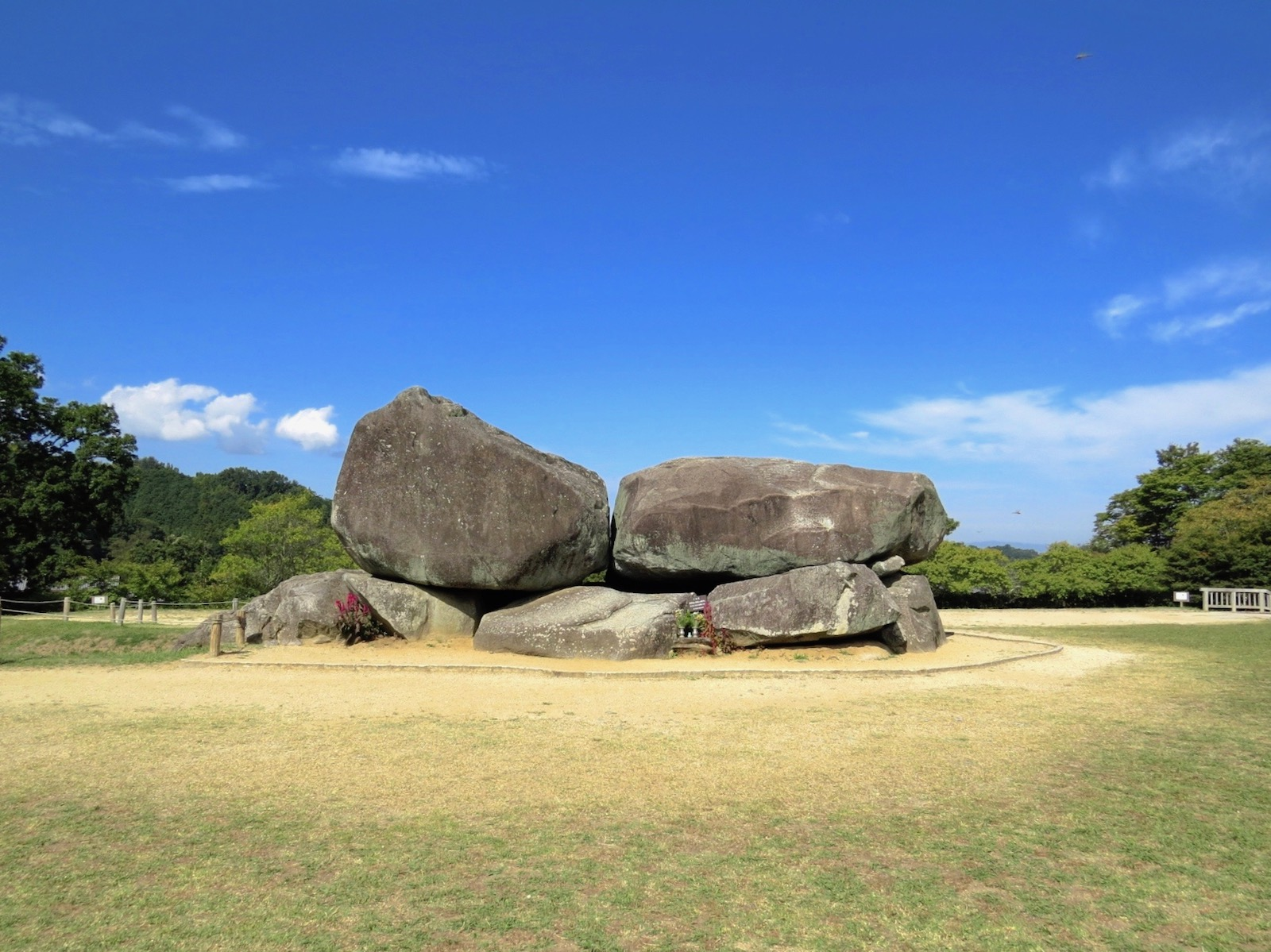 舞台 古墳 石 石舞台古墳は総重量2300t!埋葬者は蘇我馬子が有力候補の横穴式石室