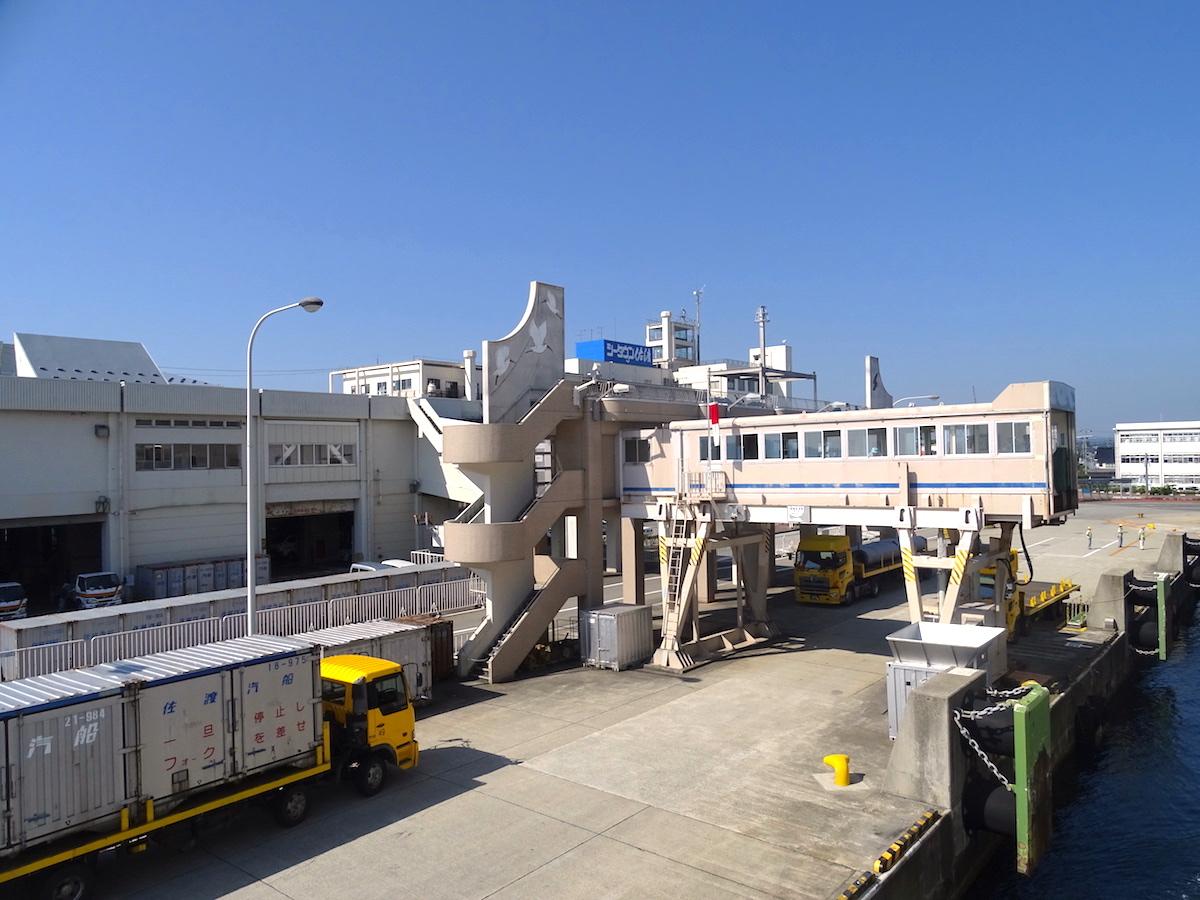 両津港ターミナル