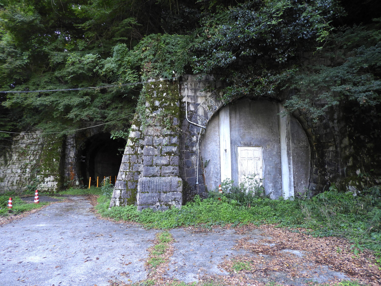 逢坂山トンネル東口