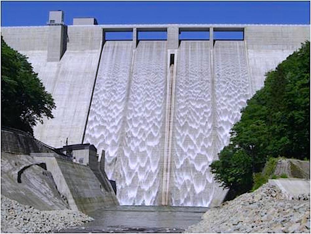 湯西川ダム(湯西川湖)