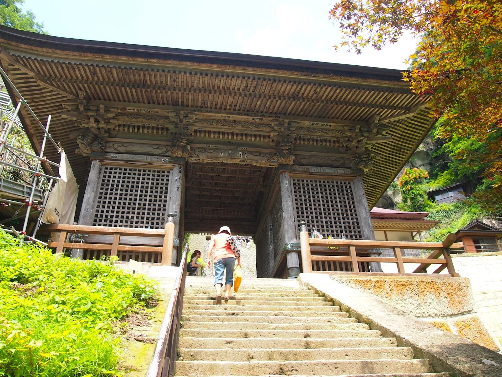 立石寺・仁王門