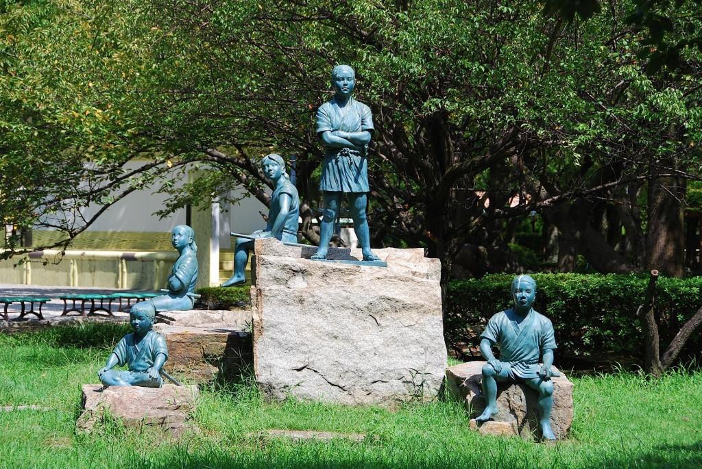 中村公園にある「日吉丸となかまたち」の像