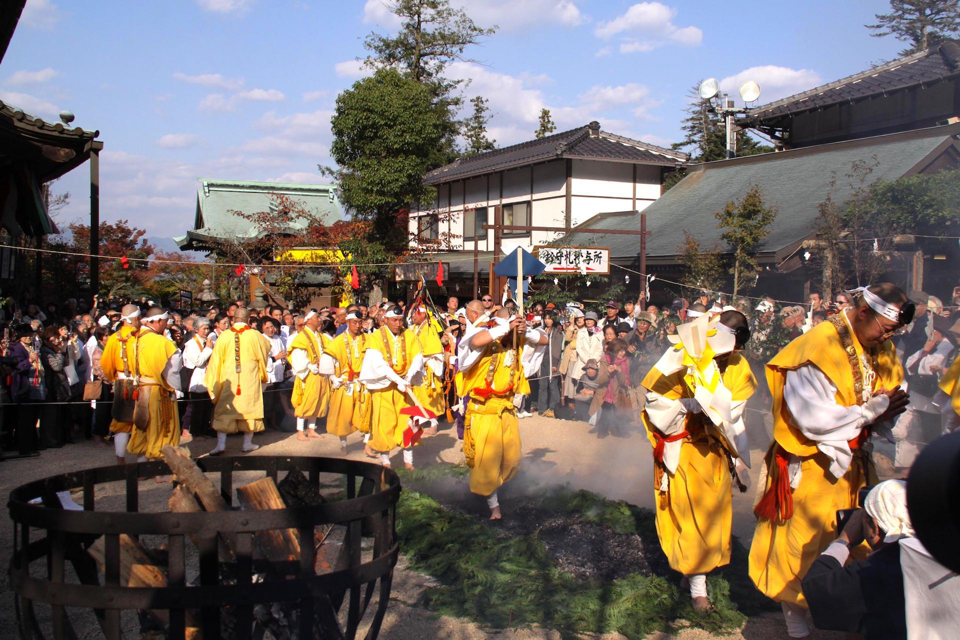 宮島・大聖院『秋季大祭(火渡り式)』