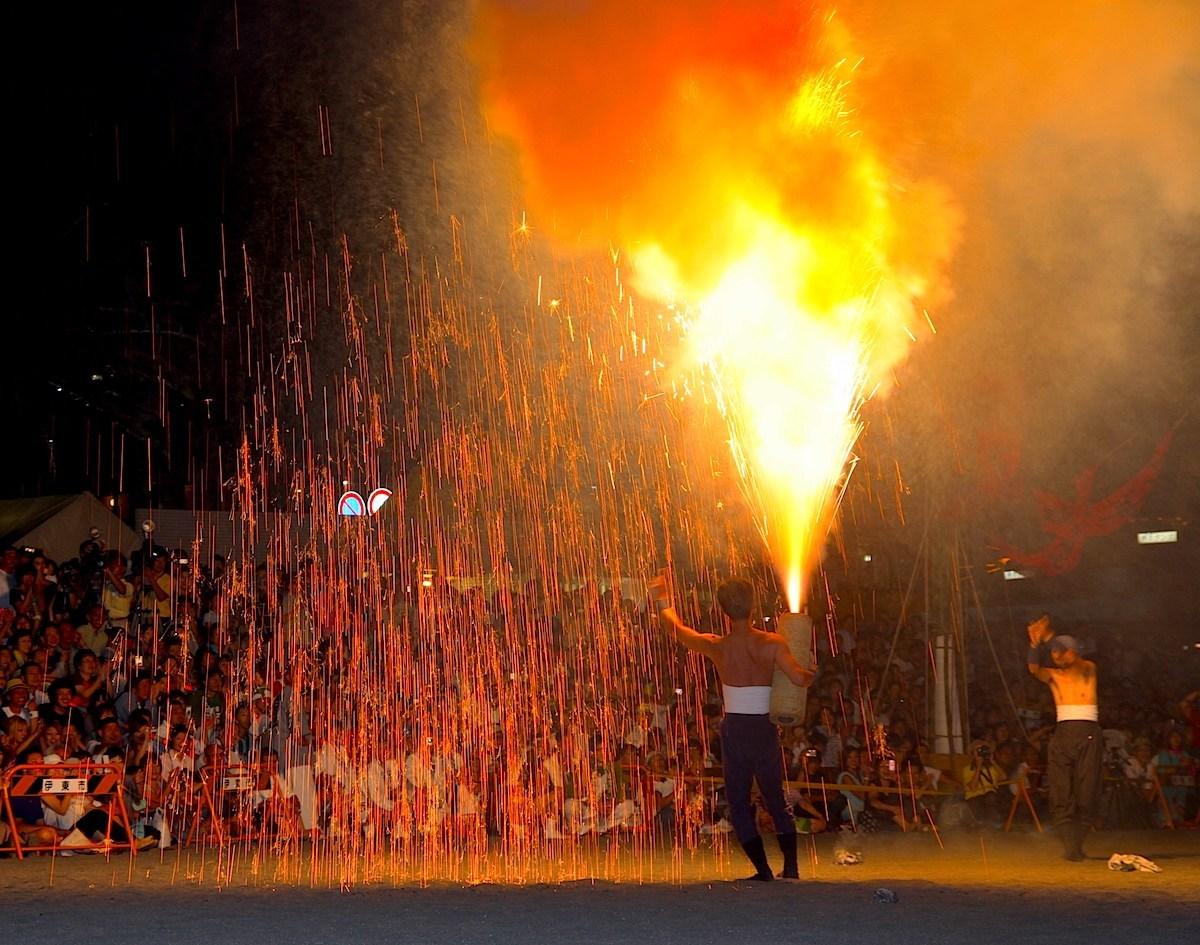 伊東温泉箸まつり手筒花火