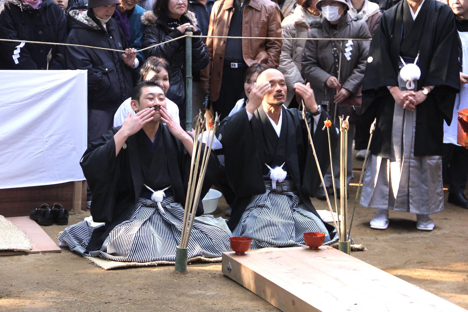 側高神社『ひげなで祭』