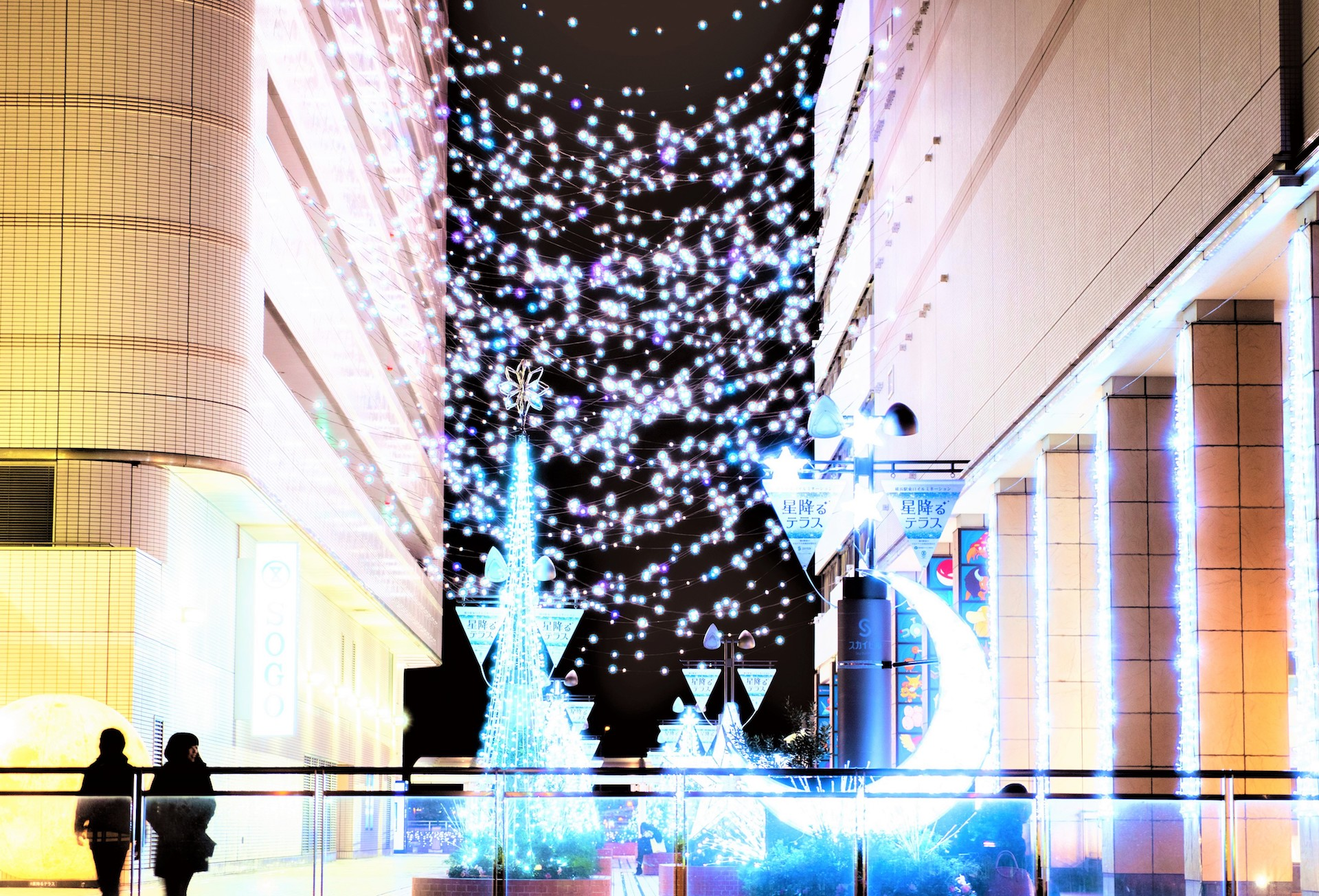 横浜駅東口イルミネーション『星降るテラス』