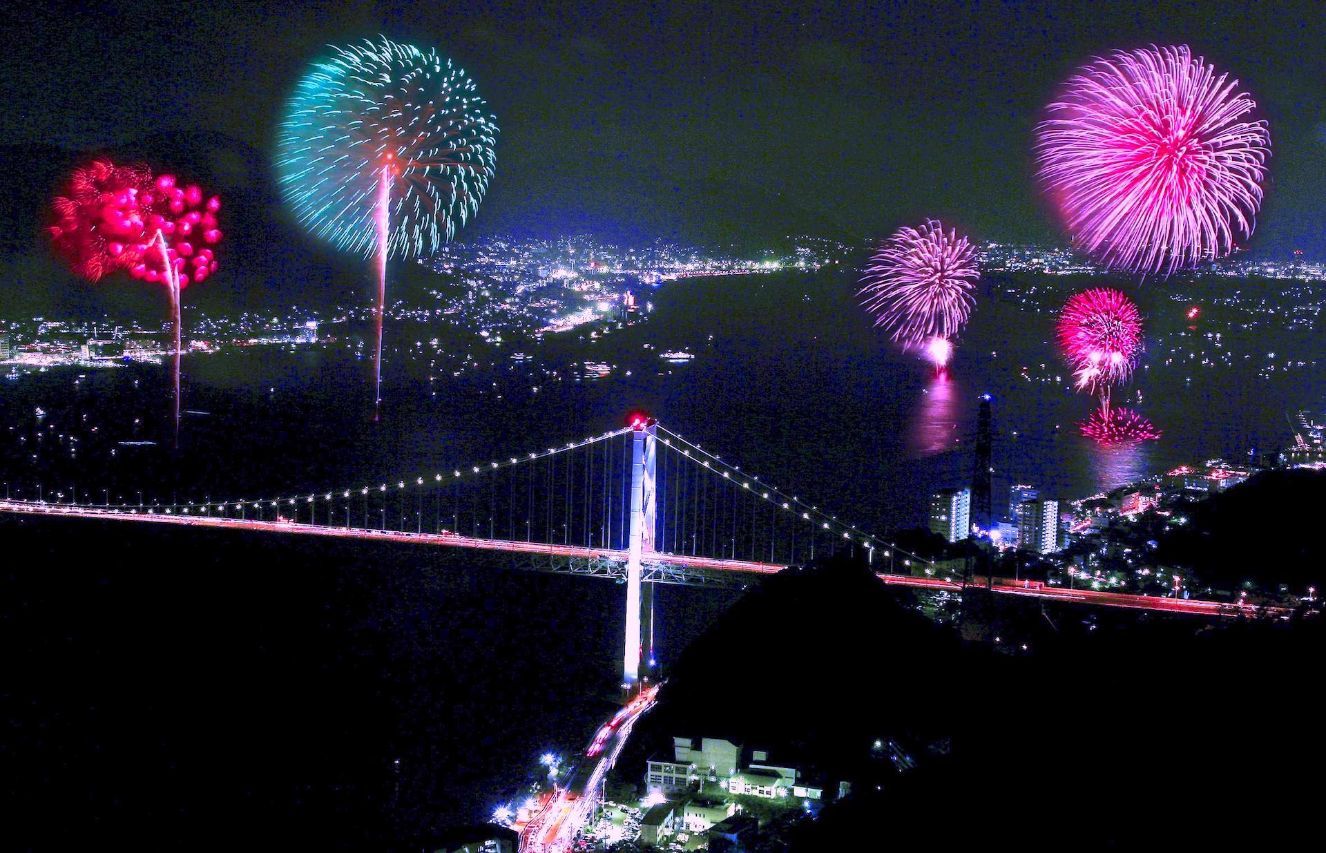 関門海峡花火大会 in 門司港レトロ|北九州市 | ニッポン旅マガジン