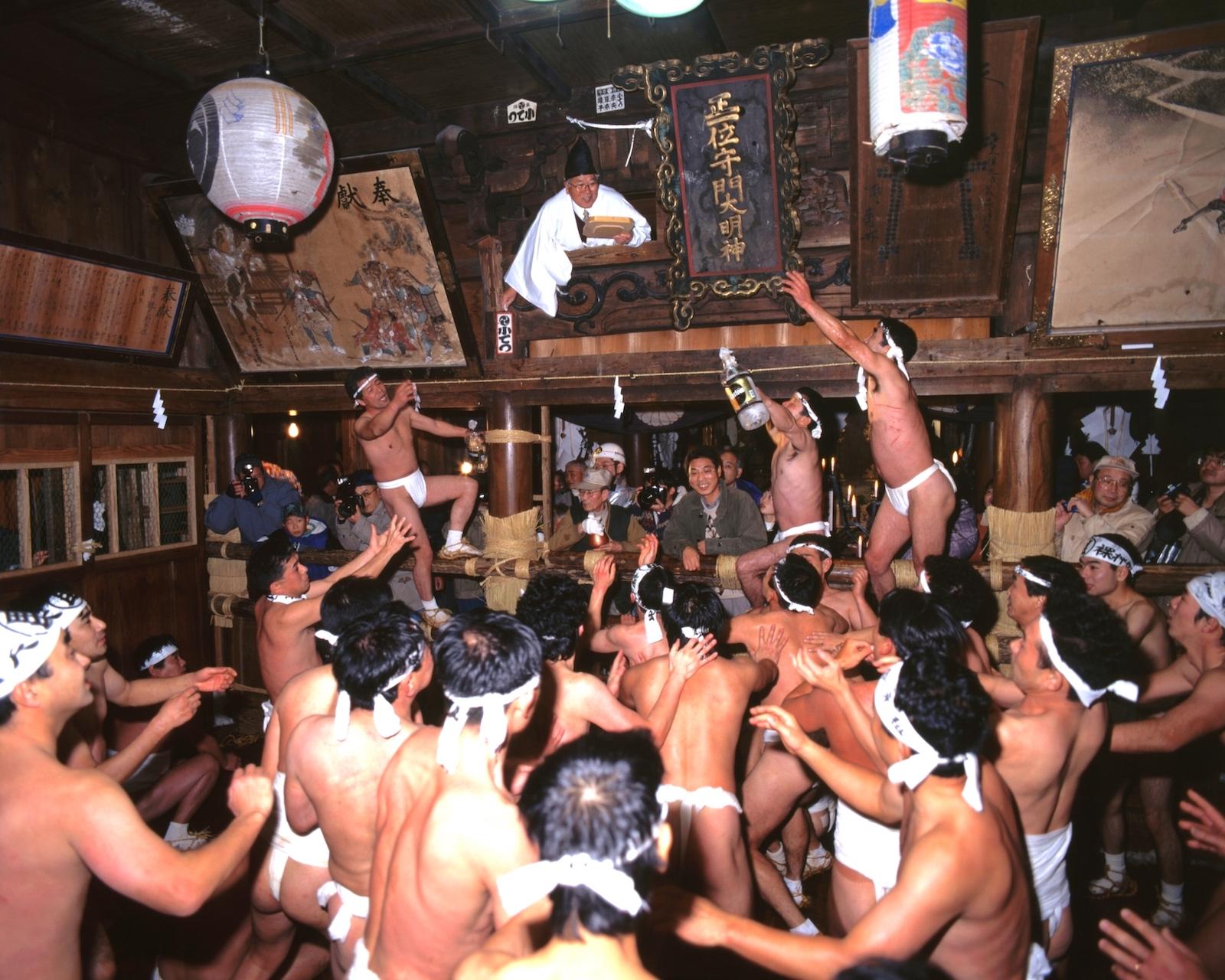 栃堀巣守神社『裸押合大祭』