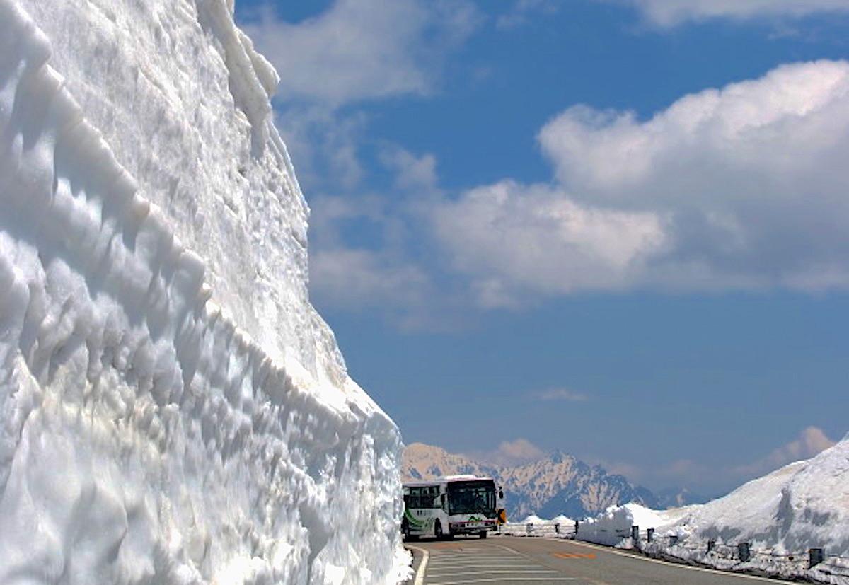 乗鞍スカイライン開通/雪の回廊