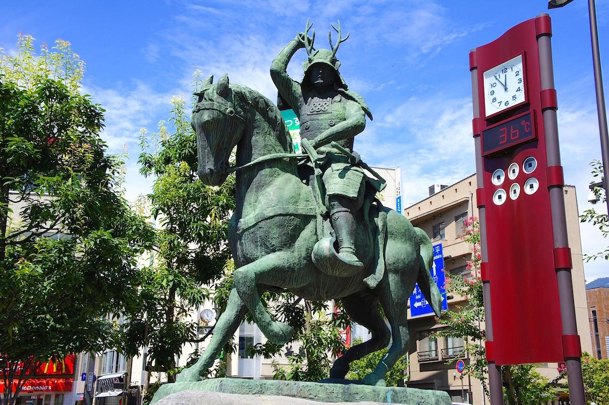 上田駅前(長野県上田市)の「真田幸村公騎馬像」