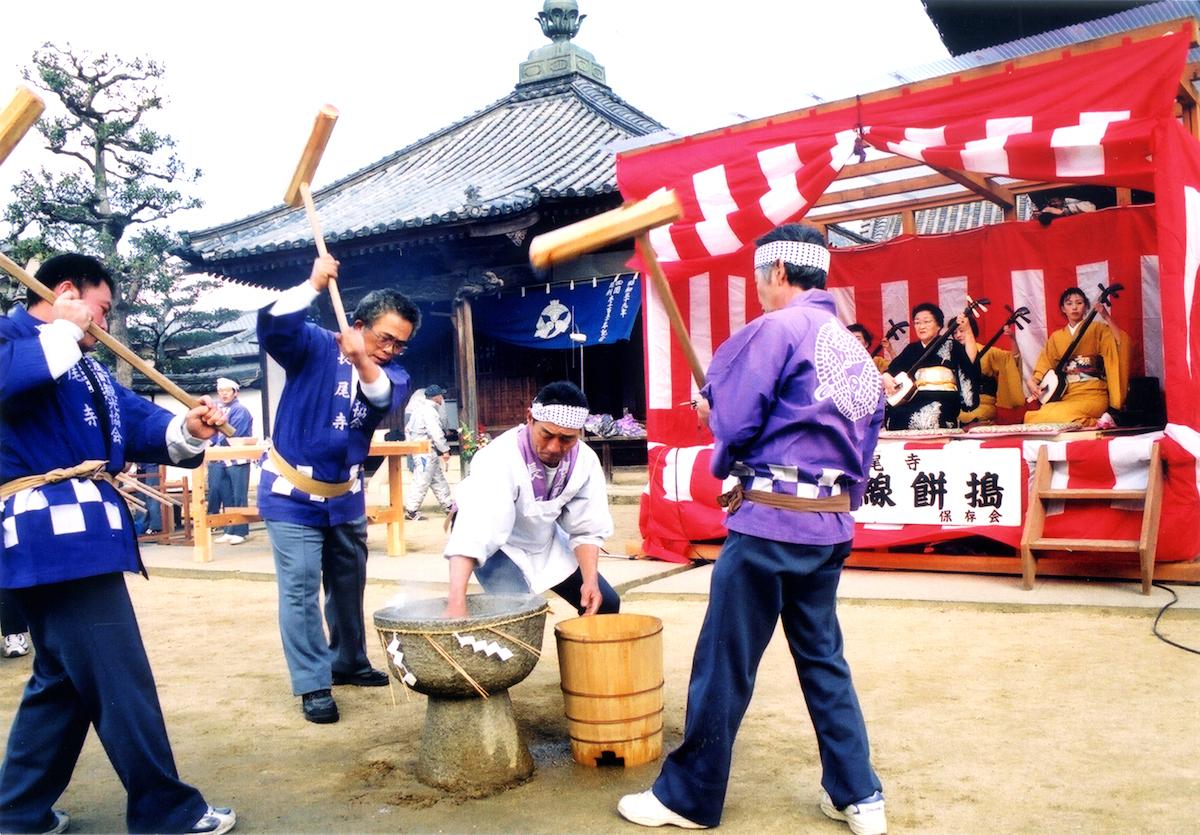 長尾寺『三味線餅つき』(さぬき市)
